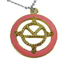 golden pendant necklace images Pendant necklace taron egerton in kingsman the golden circle 2017 jpg