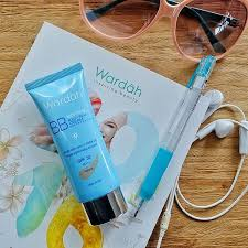 Pelembab Wardah Sunscreen wherever you go bring wardah lightening bb as your bff with
