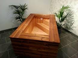 jacuzzi bois exterieur pour terrasse un jacuzzi en bois dans votre salon c u0027est possible