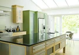 feng shui cuisine cuisine feng shui feng shui cuisine couleur vert et meubles en