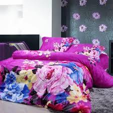fleurs dans une chambre idée déco chambre de fille ado literie à motifs floraux