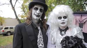 staten island couple exchange vows in cemetery for halloween