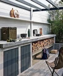 cuisine d été extérieure en cuisine d été extérieure plan de travail en béton abri poutres en