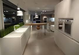 cuisine laque blanc cuisine exposée laqué blanc mat avec plan et évier acrylique vendu