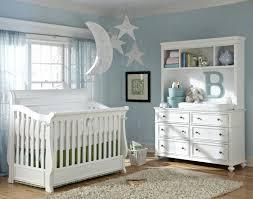 babyzimmer landhaus babyzimmer in weiß einrichten aber mit farbe dekorieren