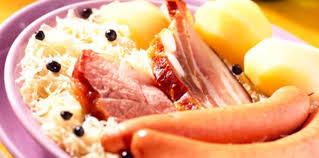 cuisine alsacienne traditionnelle choucroute alsacienne recette sur cuisine actuelle
