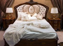 chambre à coucher style baroque chambre à coucher avec le lit dans le style baroque photo stock