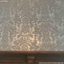 Wallpapers For Interior Design by Best 25 Metallic Wallpaper Ideas On Pinterest Gold Metallic