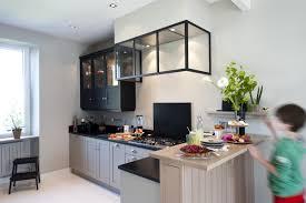 cuisine flamande une cuisine sur mesure dans un petit espace ambiance atelier