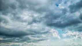 imagenes hermosas que se mueben nubes blancas hermosas que se mueven sobre el cielo azul metraje