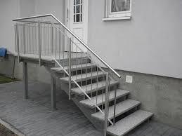 stahl treppe edelstahl naturstein design berlin schönefeld freitragend