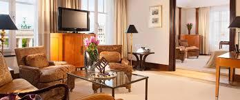 Lorenz Adlon Esszimmer Preise Eine Elegante Suite Mit Blick Aufs Brandenburger Tor Hotel Adlon