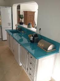 couleur plan de travail cuisine cuisine en de lave émaillée couleur bleu de chine à bandol