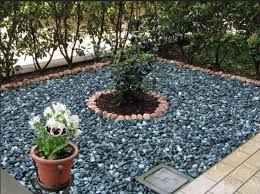 costo ghiaia prezzo ghiaia semplice giardino decorato rocce e alberi in mezzo