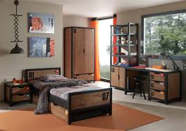 chambre en pin chambre enfant contemporaine en pin massif coloris miel doré noir
