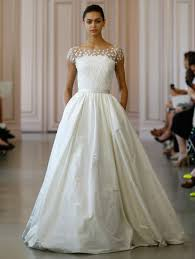 tissus robe de mari e 10 robes de mariée au col bateau qui font chavirer les coeurs