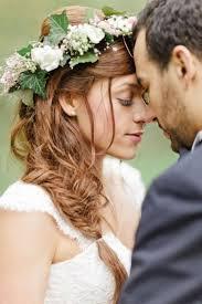 fleurs cheveux mariage coiffure mariage avec fleur chignon mariage moderne coiffure