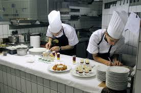 cuisine preparation le jardin des sens à montpellier préparation des amuse bouches