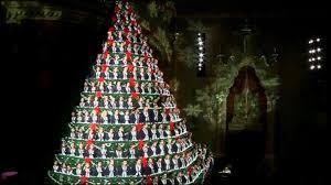 singing christmas tree student choir makes up america s tallest singing christmas tree