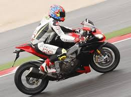 aprilia rsv4 motorcycles wallpapers aprilia rsv4 rf 2015 on review mcn