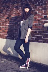 Skinny Jeans And Converse Never Go Wrong With This Look Dress Down A Blazer With Chuck