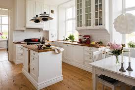 küche landhaus küche im landhausstil moderne küchen mit nostalgischem flair