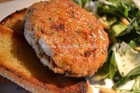 cuisiner le thon en boite steack de thon mélange de roquettes rons au parmesan frais