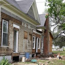 chip and joanna farmhouse chip and joanna s farmhouse renovation popsugar home