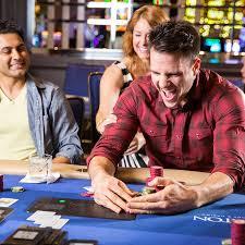 live casino poker room play pub fruit machines online free