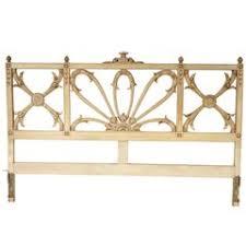 Hollywood Regency Italian Carved Gold Leaf Gilt Wood King Size Hollywood Regency Bed