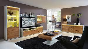 Wandgestaltung Wohnzimmer Gelb Schwarze Wandfarbe Weie Mbel Esszimmer Einrichten Holztisch Heller