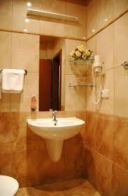 inspiring luxury bathroom design with beautiful wall decor and