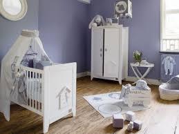 chambre bébé bleu pochoir chambre bebe parquet chambre enfant 20 amnager la chambre