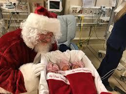 santa claus premature babies get 1st photos with santa claus abc news