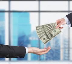 bureau de transfert d argent deux mains le processus de transfert d argent billets d un