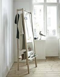 miroir de chambre sur pied miroir sur pied bois miroir de chambre sur pied avec quel dans une
