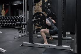 squat technique maximising glute drive the unknown strength