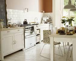 cuisine blanc cassé cuisine couleur et blanc casse pour relooker cuisine rustique