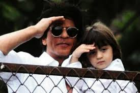shah rukh khan and abram salute fans at mannat on ocassion of eid