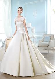 different wedding dresses go with different wedding dresses for different shapes