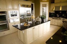 plan de travail cuisine granit noir exemples de réalisations de cuisines avec plan de travail en granit