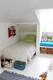 Small Narrow Room Ideas by Best 25 Long Narrow Bedroom Ideas On Pinterest Long Bedroom