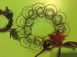 Bed Spring Jpom Wreath Making A Rusty Bed Spring Wreath Rustic Primitive