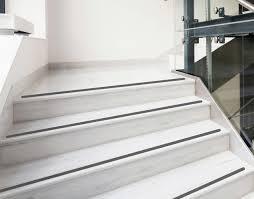 treppe rutschschutz schwarze karagrip pro streifen treppe rutschschutz anti rutsch