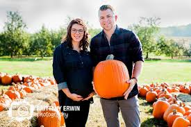 pumpkin patch maternity ben lauraleigh 3 pleasant view orchard maternity portraits