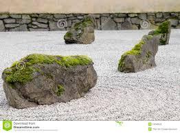 pierre pour jardin zen plan rapproché japonais de jardin de pierre et de sable photos