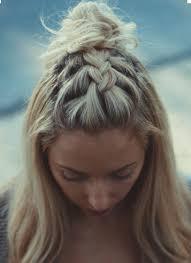 chignon tressã mariage épinglé par inge cuppers sur haarstijlen cheveux