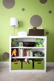 chambre fille vert chambre enfant chambre bébé fille murs vert pâle pois gris meuble