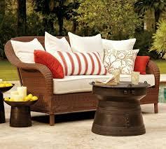 coussin canapé extérieur decoration canapé extérieur tressé coussins table basse rustique