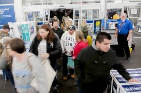 shoppers across us pursue black friday deals on thanksgiving las